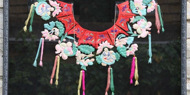 Creative Framing of Fabric Embroidery